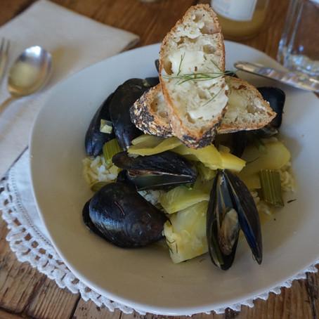 Mussels in Brothy Saffron Garlic Sauce