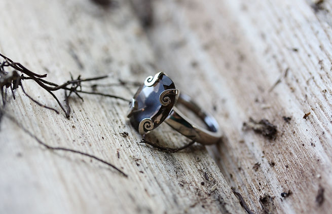MaroeskaMetz_Jewels_Ring_Marlena_Wood_03