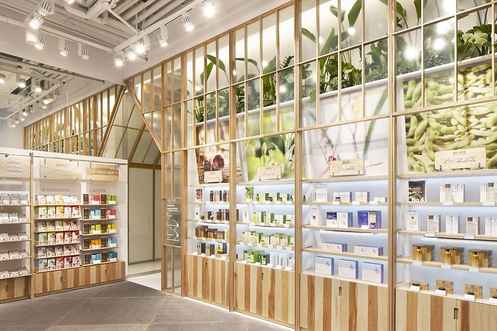 Muebles exhibidores para farmacias de diseño.