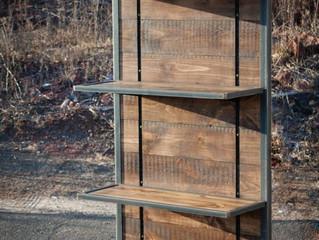 Anaqueles móviles de acero y madera.