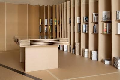 Mueble para tienda de cartón.