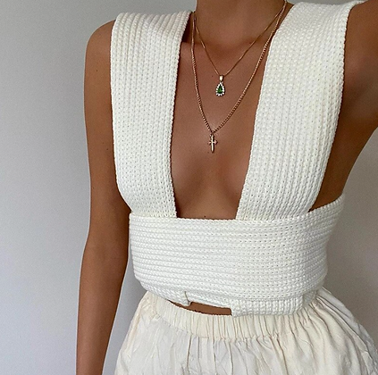 SLEEVELESS KNITTED CROPPED SWEATER
