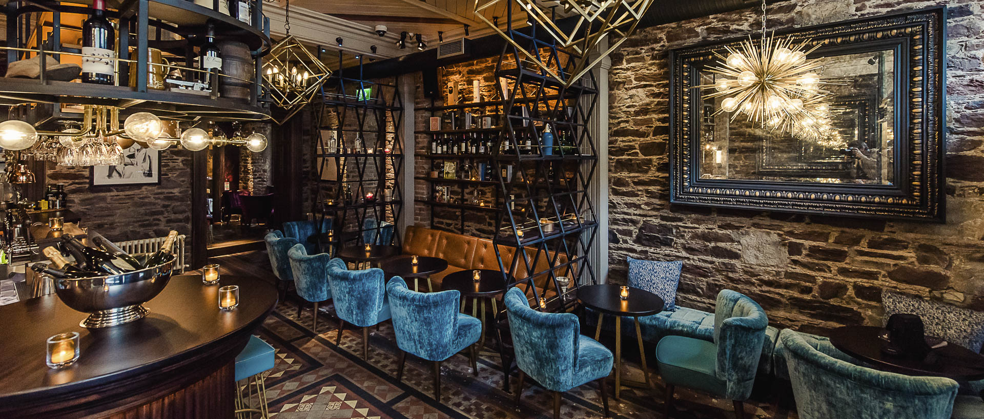 Cask_Bar_at_Hotel_Isaacs_Cork_with_bright_vintage_decor