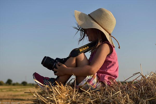 Sarah Nikon D40 Strohballen Chianatal