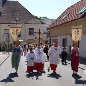 Fronleichnamsprozessionen und rituelle Flurumgänge aus vorchristlicher Zeit