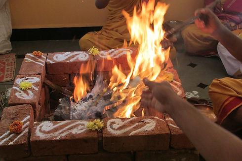 performing-rituals-237699_1920.jpg