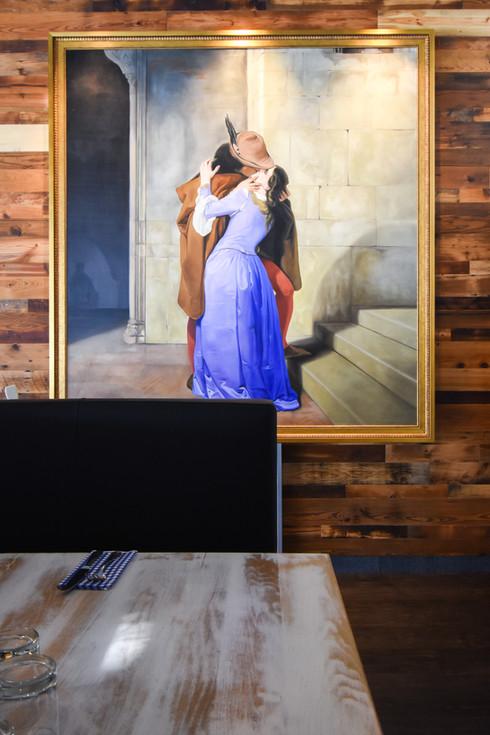 painting-the-kiss-2.jpg