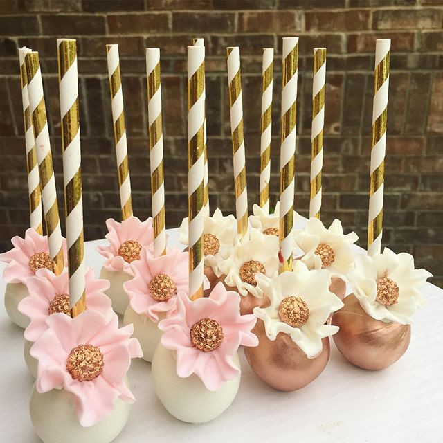 Floral cakepops! #yummytecture #rosegold