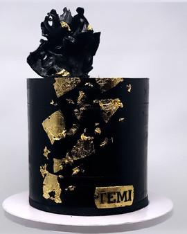 My love for ganache cakes 👌♥️ #blackcak