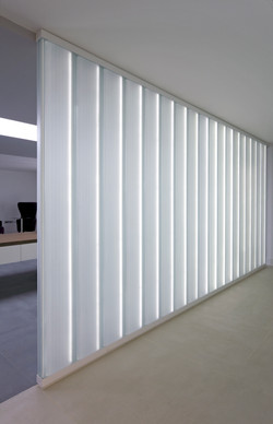 Connaught Place white low iron screen5