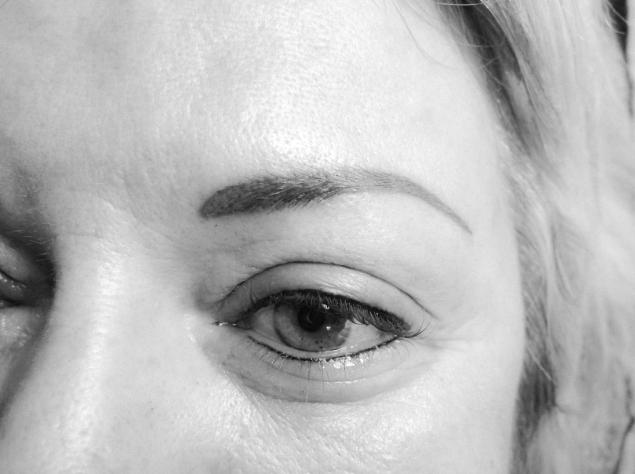Brauen und Augen Permanent Make-up