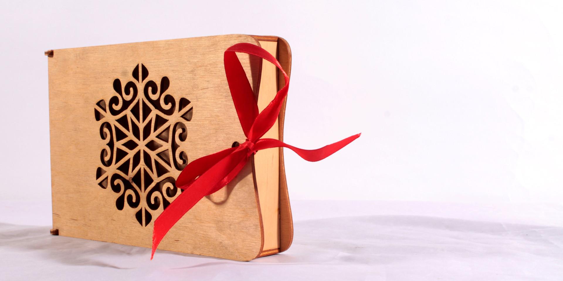 Medinė dėžutė saldumynams