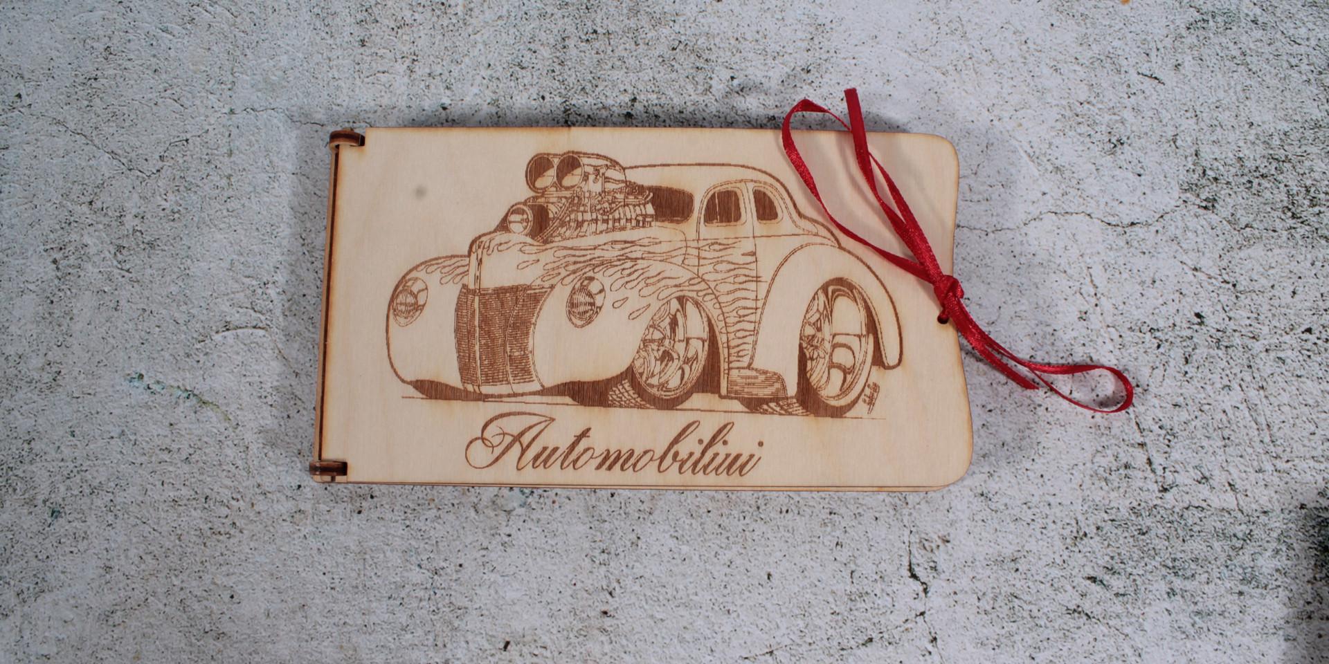Medinė dėžutė/vokas su įvairiais užrašais