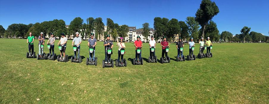 Segway Gruppenfoto im Park