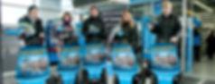 Gruppe auf Segways mit Werbemitteln