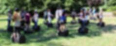 Segwaygruppe auf Wiese