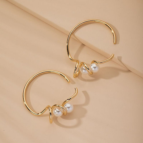pearl and gold artistic geometric design bracelet