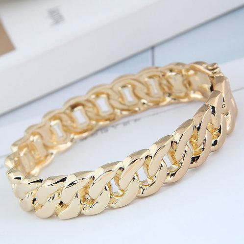 Fashionable, goldwoven patten bracelet, designed with a hinge at the side, side closure /slip onbracelet.