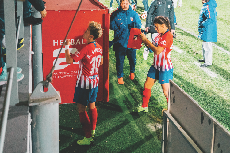 Atlético players leave the pitch after facing Wolfsburg
