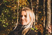 Metsäkylpyohjaaja, ympäristökasvattaja ja Naturested-yrityksen perustaja Kaisa Koskinen