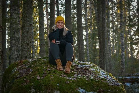 Metsäkylpyohjaaja ja ympäristökasvattaja Kaisa Koskinen