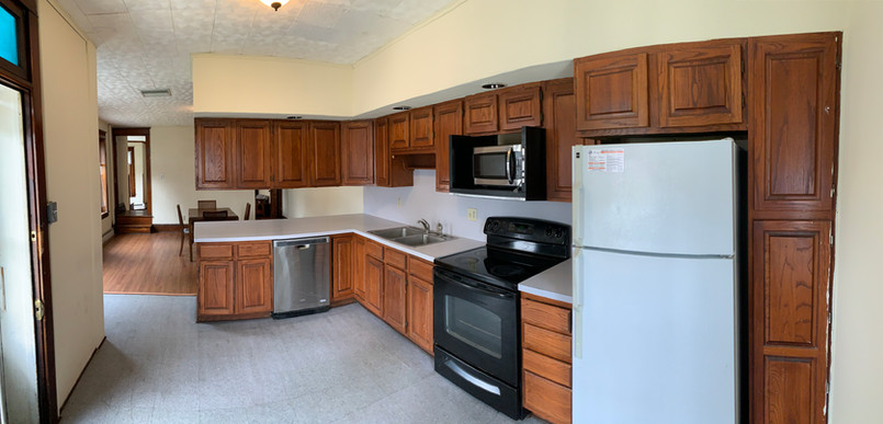 Great sized kitchen with lots of cabinet space!