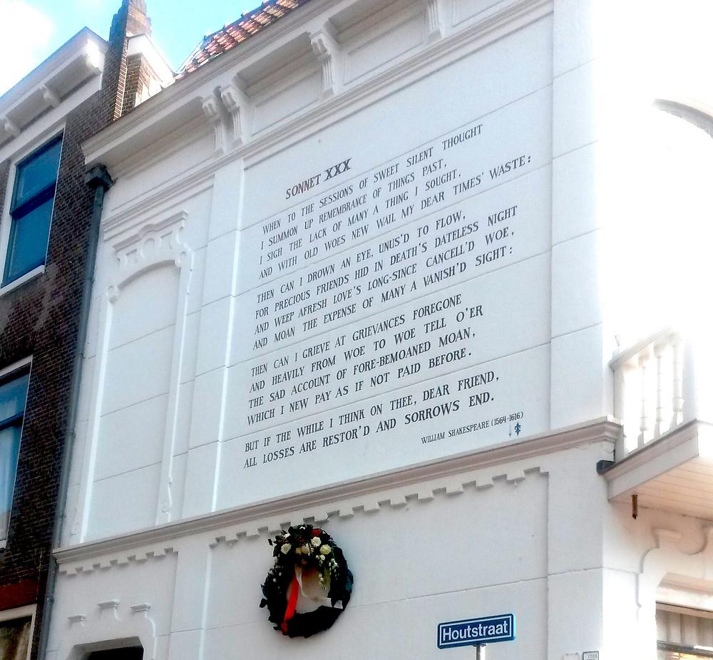 sonnet on a building in Leiden