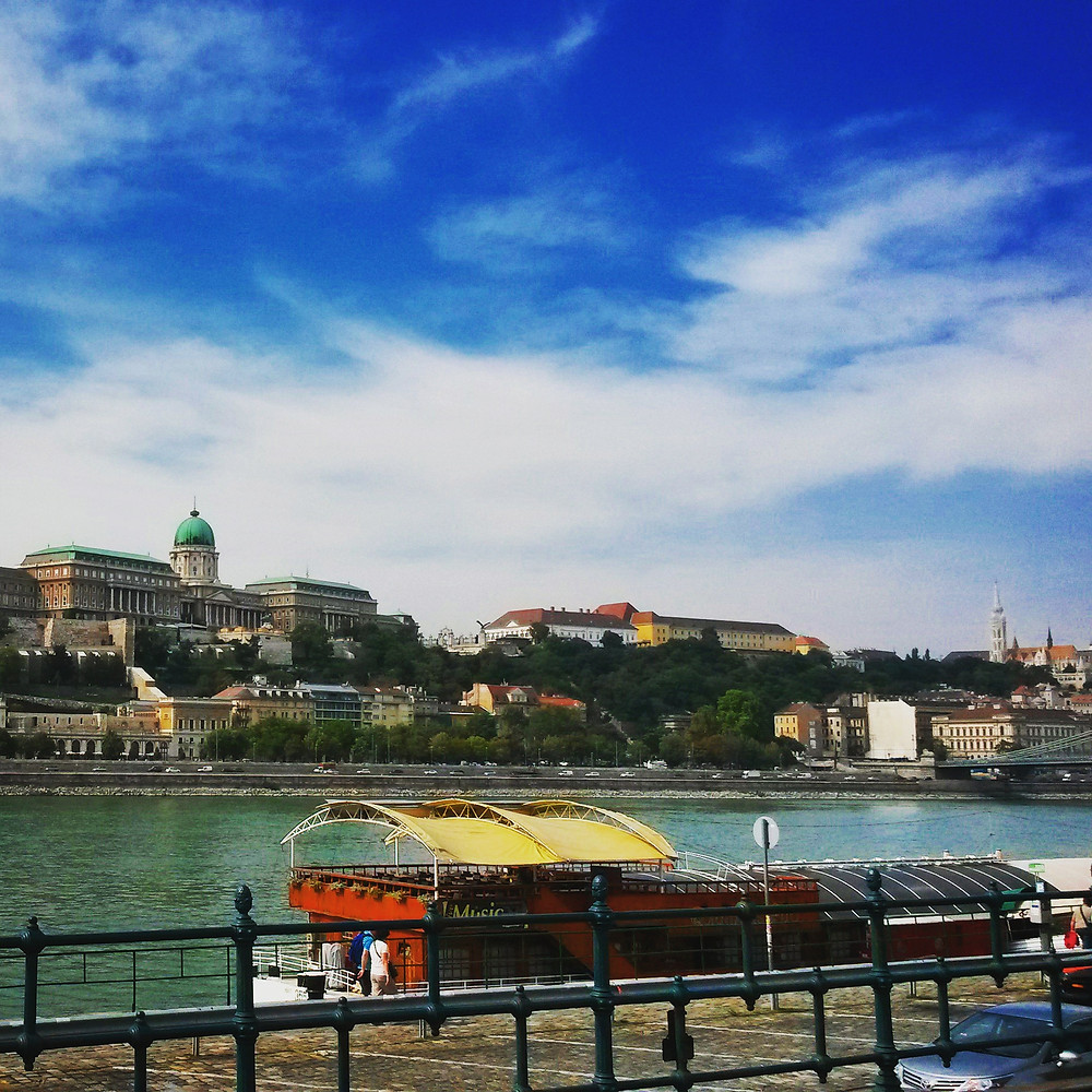 danube promenade in budapest