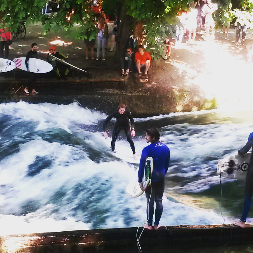 surfers on the Eisbach in munich