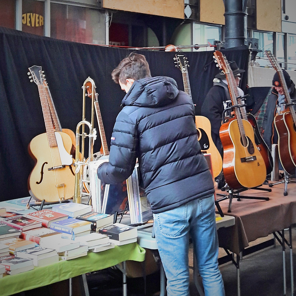 guitars at Flohschanze flea market in hamburg