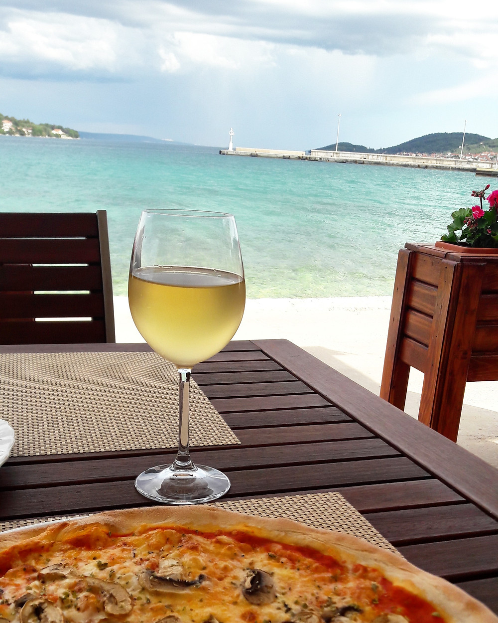 croatian white wine by the beach