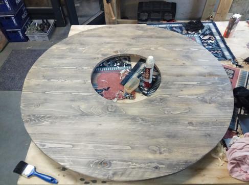 Table ronde pour pot de fleur géant