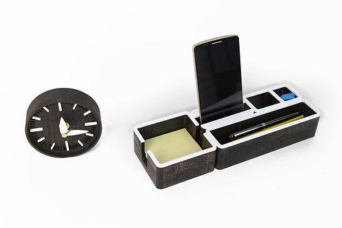 Medinis stalo organaizeris su laikrodžiu
