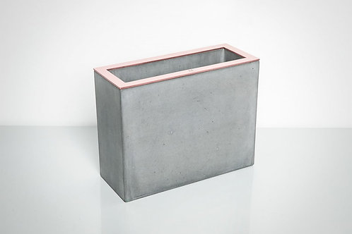 Stačiakampė pilka vaza