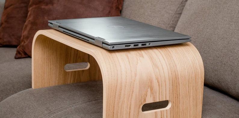 Medinis nešiojamas kompiuterio stovas