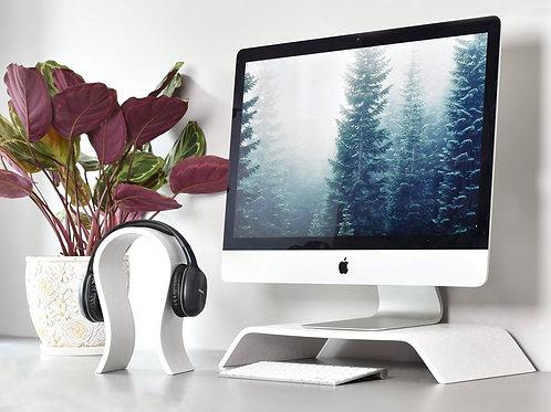 Skandinaviško stiliaus baltas kompiuterio stovas