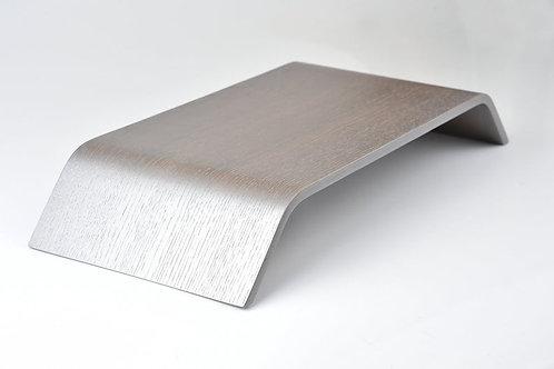 Skandinaviško stiliaus sidabrinis kompiuterio stovas
