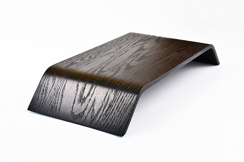 Skandinaviško stiliaus tamsus kompiuterio stovas