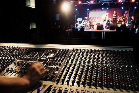 Soundboard board~~POS=HEADCOMP