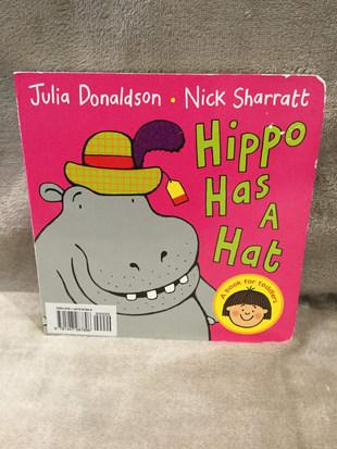 JULIA DONALDSON HIPPO HAS A HAT