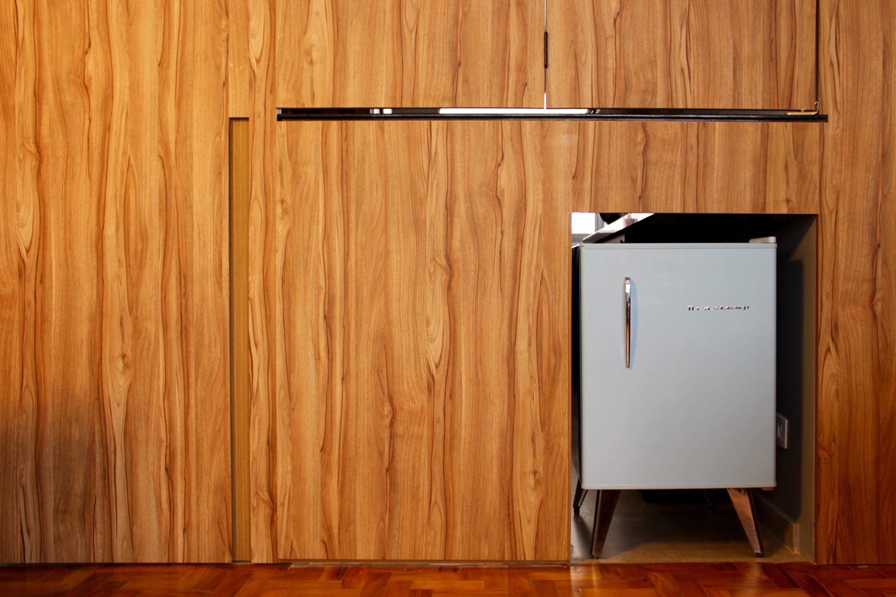 detalhe marcenaria entre salas e cozinha