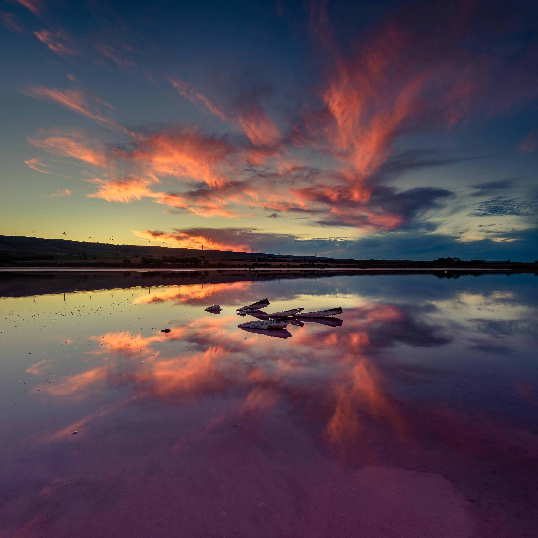 粉色盐湖夕阳红
