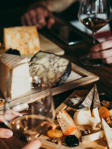 Matcha ost och vin – bästa kombinationerna till ostbrickan