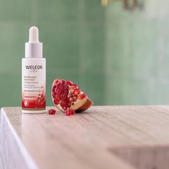 • Weleda lanserar nyheten Pomegranate Firming Facial Oil