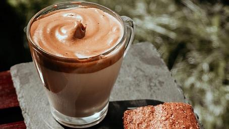 Så gör du godaste Dalgona-kaffet – drycken alla pratar om just nu!
