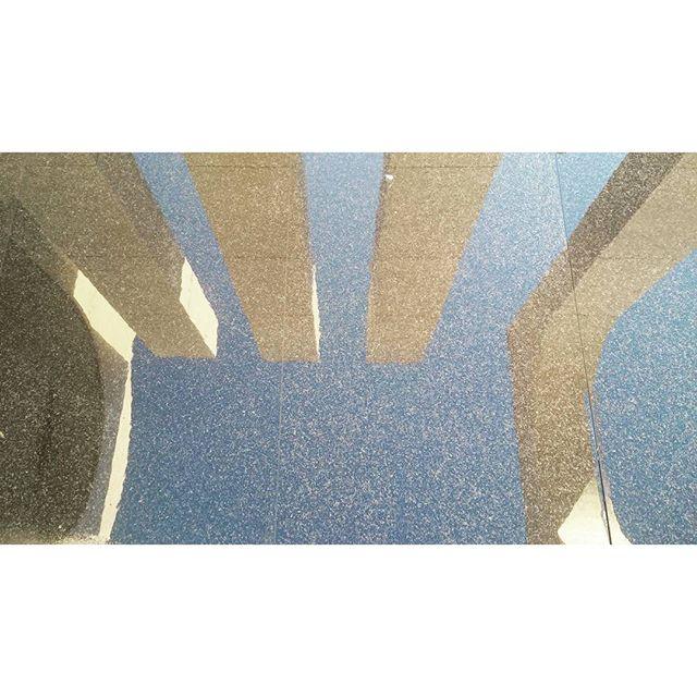 El cel, la terra o tot junt #reflexos #reflections #projeccions #projections #figuresinvertides #mir