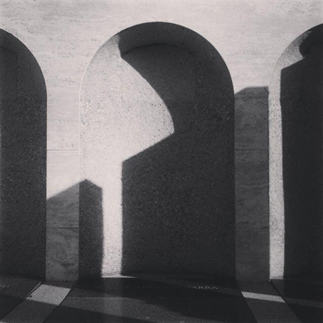 Ombres i geometries estranyes #ombres #sombras #shadows #arquitectura #geometria #geometry #architec