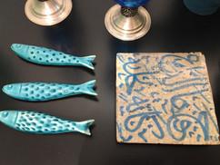 Sardines en céramique (Portugal) carré de terre cuite (Marrakech)