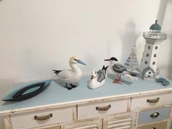meuble 'bord de mer' (Conforama, repeint) et céramiques allongées (Ditte Fischer, DK)
