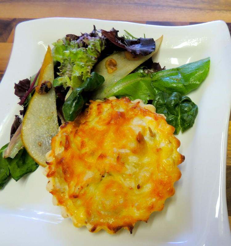 Classic Quiche with Chicken and Onions